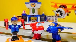 Ein Tag auf dem Super Wings Flughafen - Spielzeugvideo für Kinder