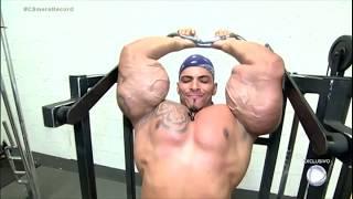 Hulk brasileiro reclama do preconceito que sofre por causa dos músculos