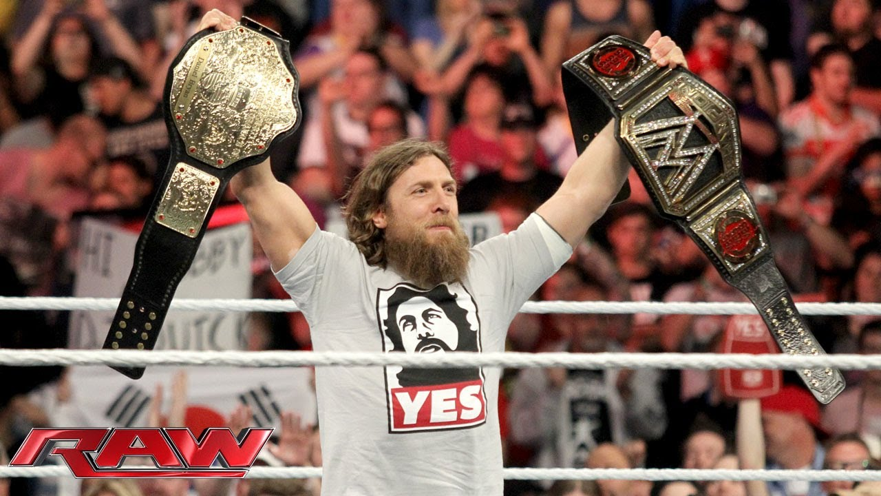 Daniel Bryan celebrates his WWE World Heavyweight ...