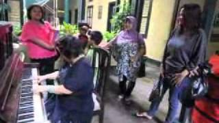 Main Piano Di Tjong A Fie Mansion Medan.flv
