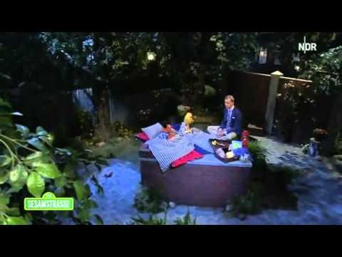 Max Raabe singt für Ernie und Bert ein Schlaflied