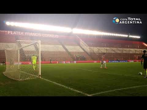 La noche de Rigamonti: el arquero de Vélez tapó tres penales