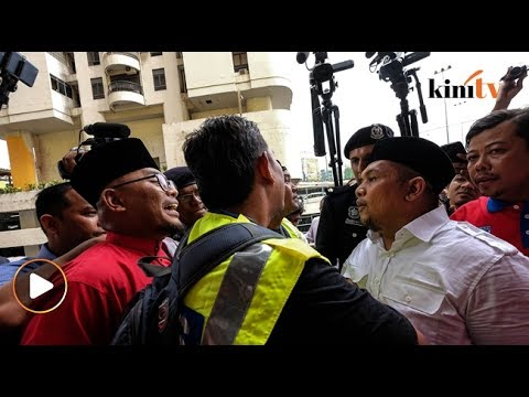 """""""Kau nak tampar aku?"""" ARMADA-Umno hampir bertumbuk di PWTC"""