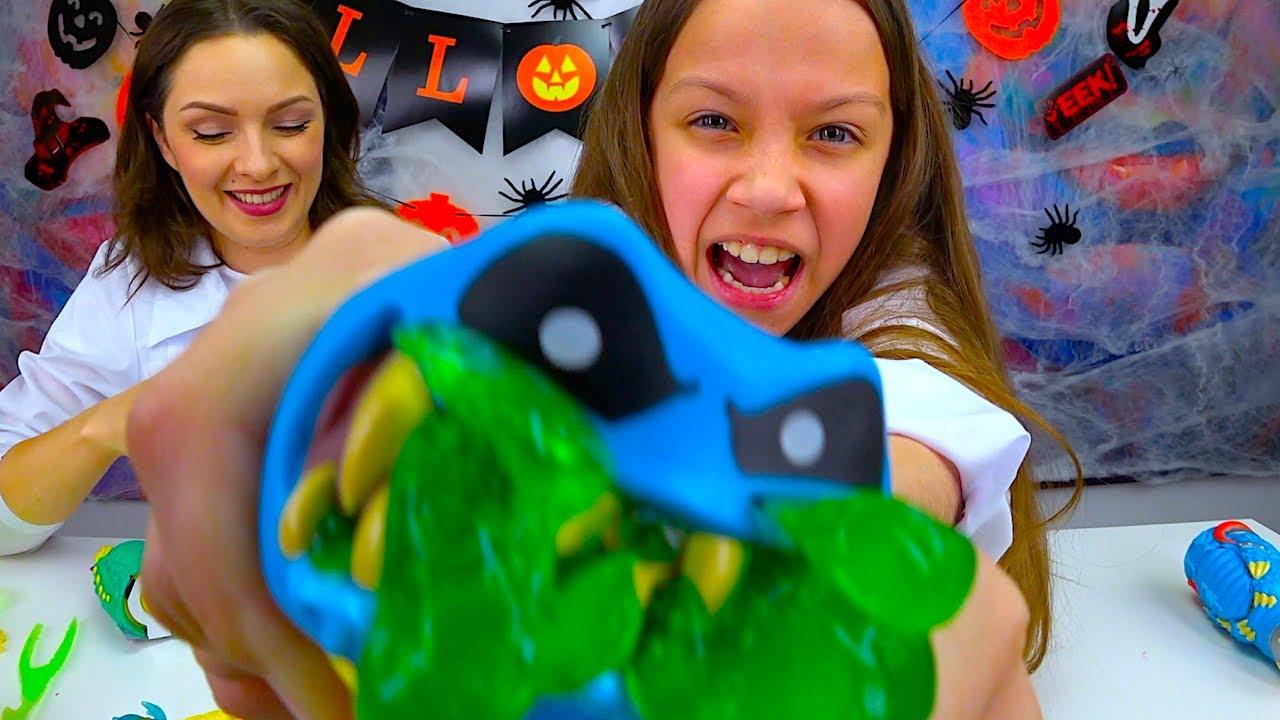 РЕЖЕМ ИГРУШКИ Челлендж на Хеллоуин в Кого Превратилась Мама? / Вики Шоу