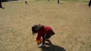 ボール遊び Playing with soccer ball