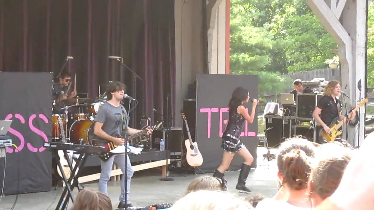 Selena Gomez You Belong With Me Taylor Swift Cover Live At Six Flags St Louis 8 22 2010