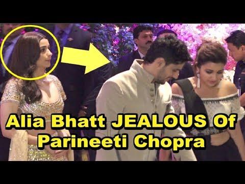 Alia Bhatt SHOCKING REACTION On Seeing Ex Boyfriend Siddharth Malhotra With Parineeti Chopra Mp3