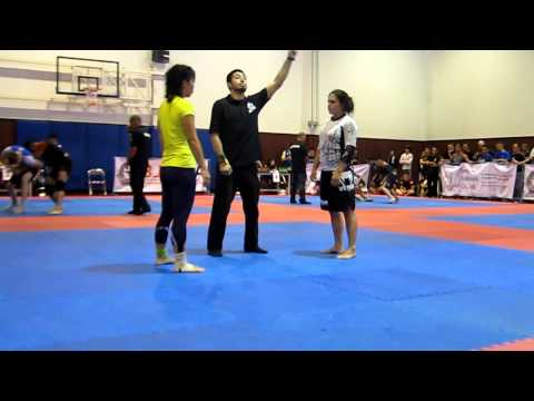 Bangkok bjj open 2012 - Female middle weight novice level finals