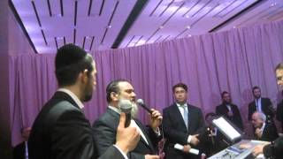An Im Eshkocheich Mix! Shloime Gertner and Shlomo Simcha.