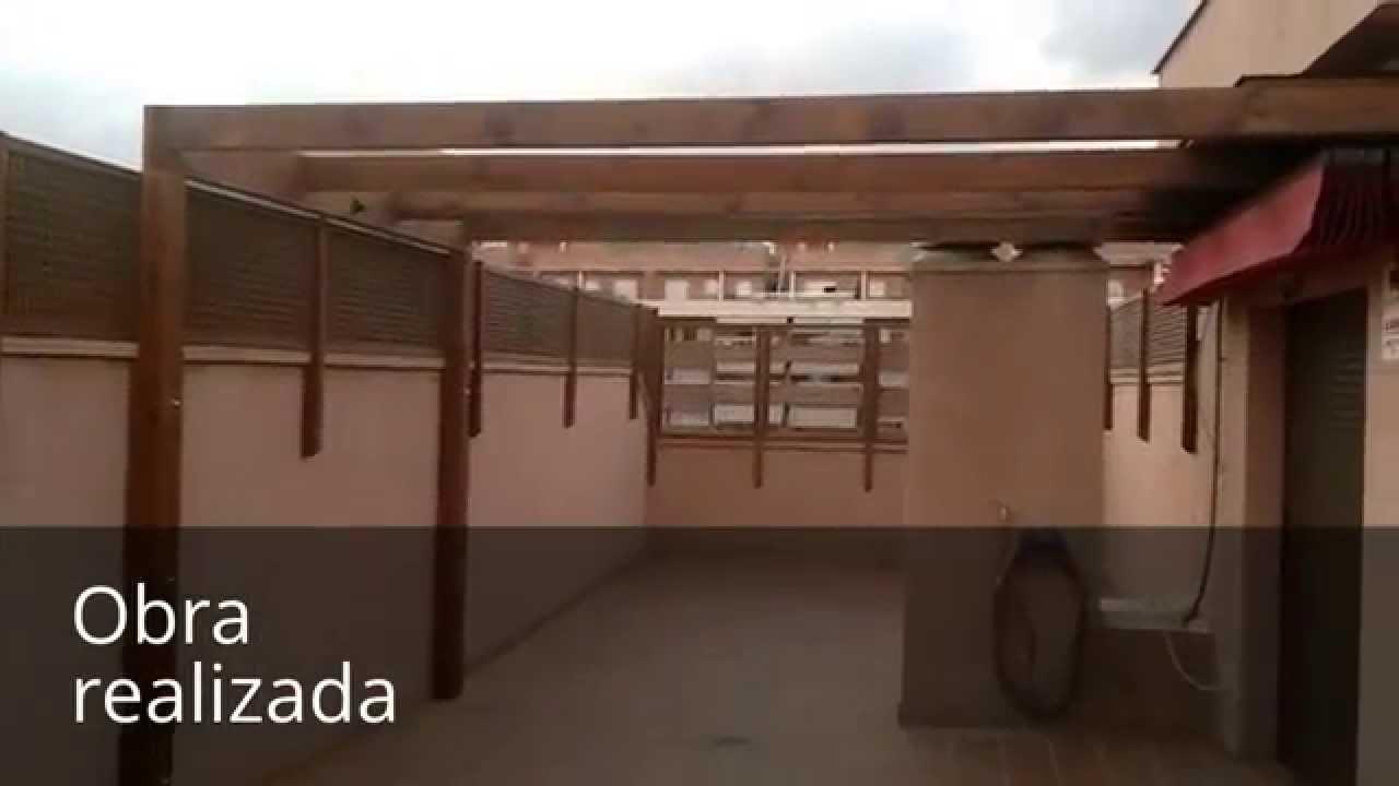 Pergola de madera 04 terraza con pergola toldo y for Celosia madera jardin