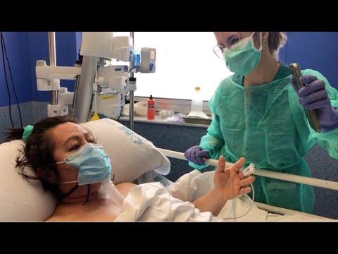#Coronavirus😷: Una pacientes en UCI habla por móvil con su familia.