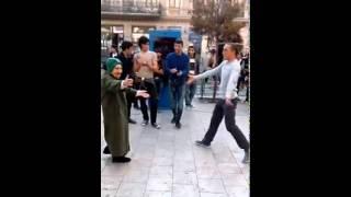 Baixar Old Woman Dance in Street / მოხუცი ქალის ცეკვა ქუჩაში ახალგაზრდებთან