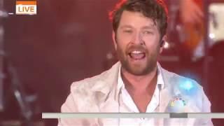 Brett Eldredge sings 'Somethin' I'm Good At' live