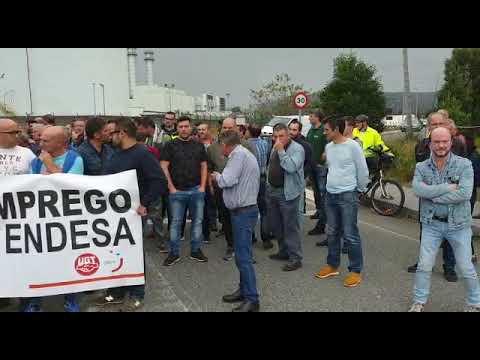 Auxiliares de la central de Endesa en As Pontes se manifiestan por una solución