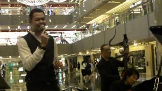 Sunday Morning (Maroon 5) by Hazrul Nizam @ Paragon (11 Nov 10) (HD)