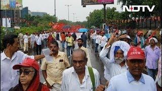 किसानों का मोदी सरकार के खिलाफ हल्ला-बोल, रामलीला मैदान में मार्च