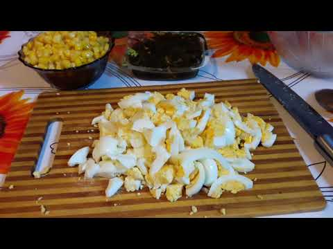 Салат из морской капусты с яйцом и кукурузы