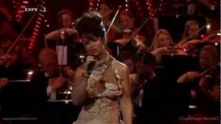 Aura Dione - In Love With The World (Live)