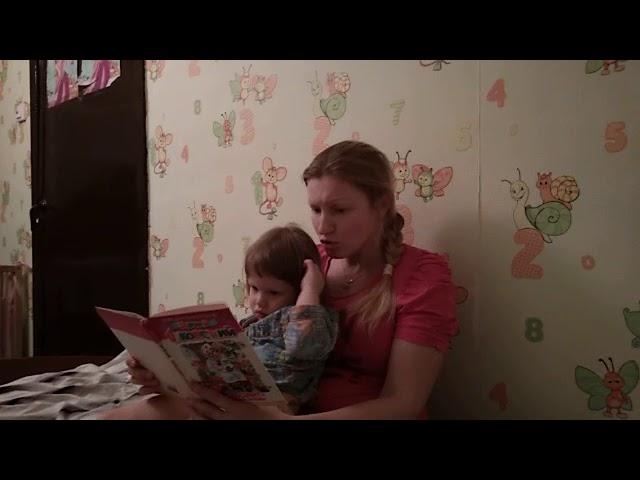 Изображение предпросмотра прочтения – «Каллаева Елена» читают отрывок изпроизведения «Тараканище» К.И.Чуковского