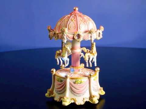 Carousel Dreams mini 3 Horse Rotating Figurine