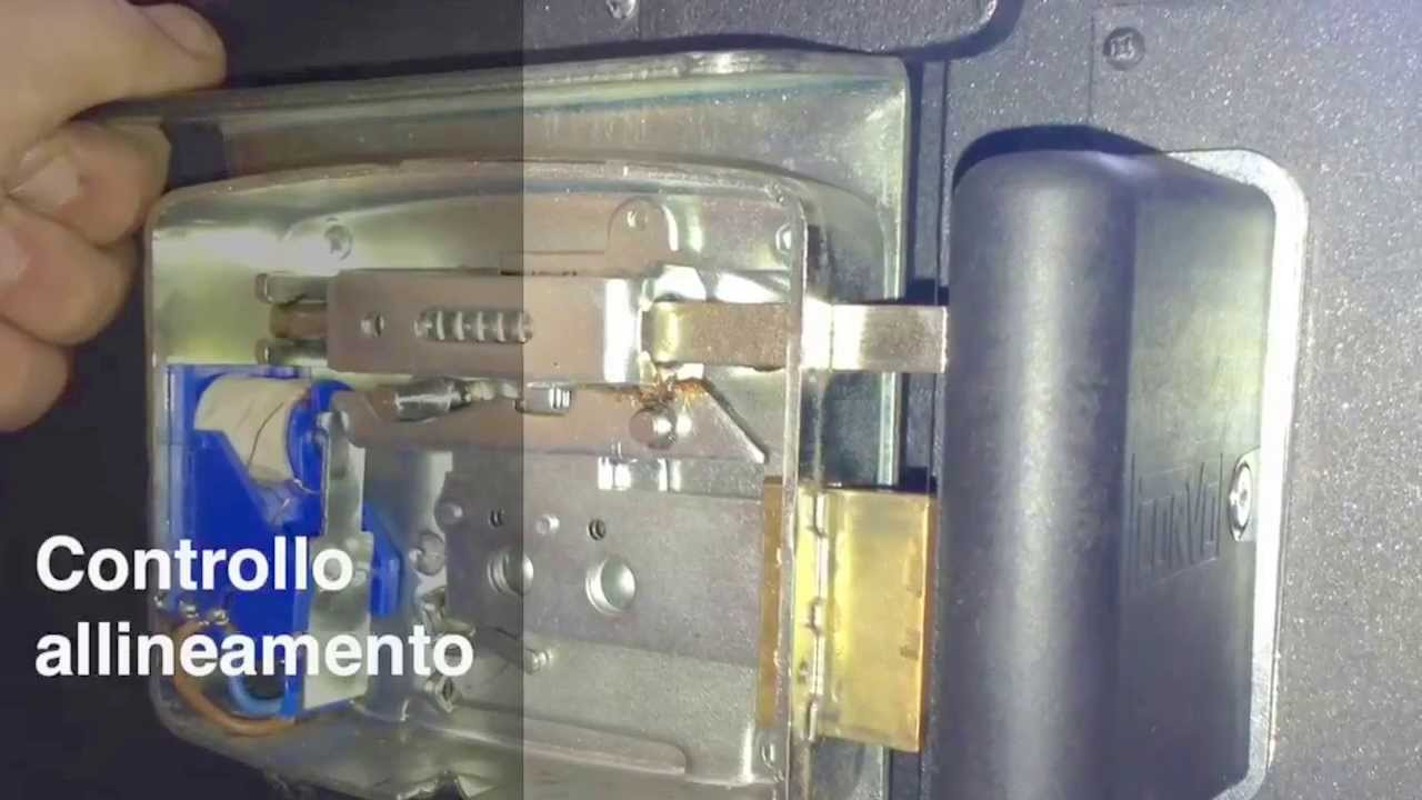 Installazione della chiusura silenziosa su portone in - Come regolare un chiudiporta ...