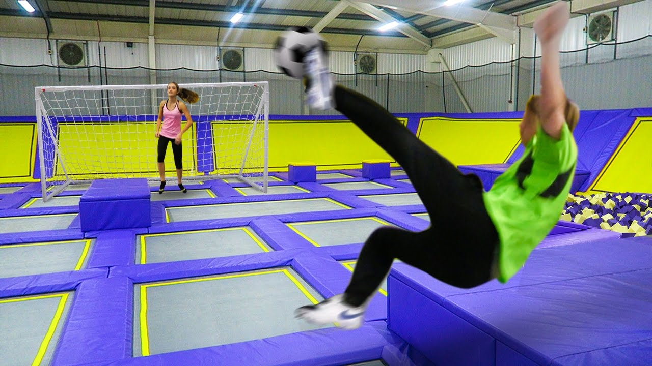 GIANT TRAMPOLINE PARK!!! FOOTBALL CHALLENGE - YouTube