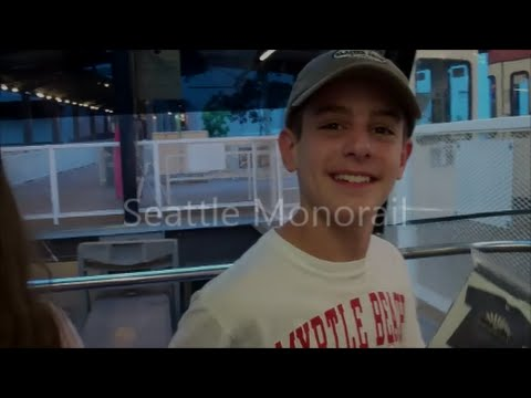 Seattle Monorail - Space Needle Transportation - Seattle, Washington