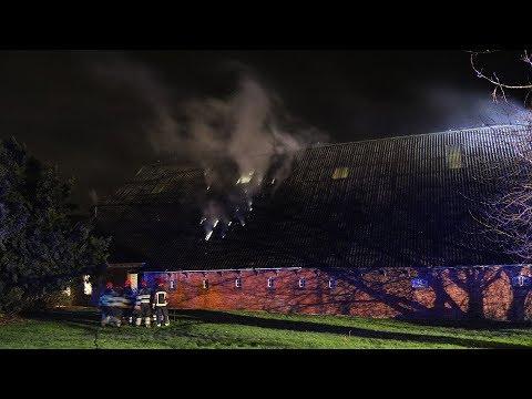 Overschild - Schuur van boerderij aan de Graauwedijk vat vlam