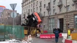 В Москве упал кран на людей 5 февраля 2016 года(, 2016-02-07T10:00:08.000Z)