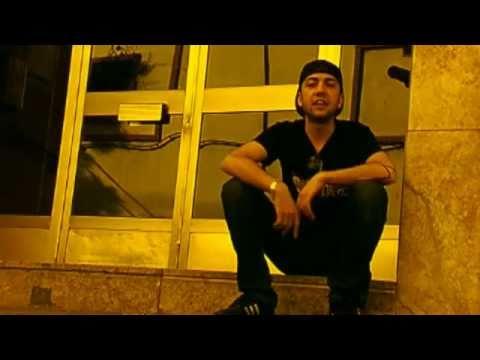 """Lone & Gareta - """"Sentado en un Portal"""" Videoclip Oficial"""