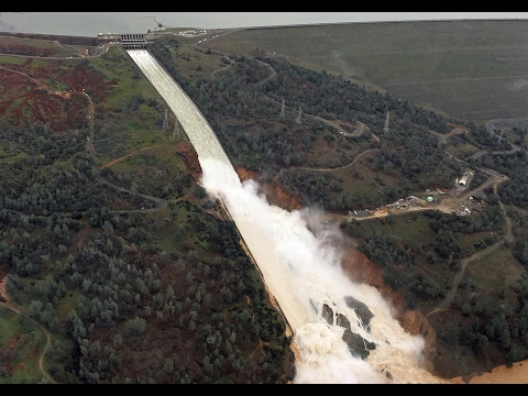 Spillway Aerial footage from Oroville Dam 2-10-17 8:30am