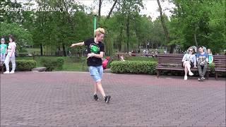ДЕВУШКА КЛАССНО ТАНЦУЕТ В ПАРКЕ Music Dance