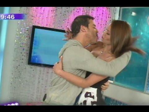 Esperado beso entre Karen Schwarz y Adolfo Aguilar se verá en la pantalla grande