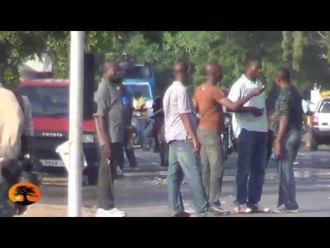 """Miliciens ou corps """"déshabillés"""" ? Ils sont équipés de gaz et de matraques en tout cas [25/05/2013]"""