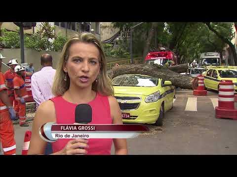 Rio de Janeiro ainda se recupera de temporal