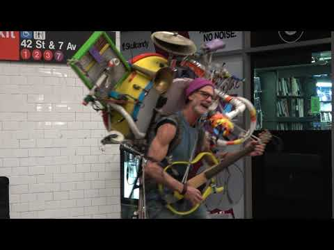 "⁴ᴷ A ""ONE MAN BAND"" Amazing Subway Performer - New York City"