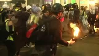 催泪瓦斯、汽油弹:周六的香港一片混乱