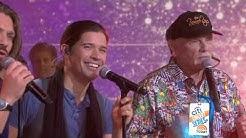 The Beach Boys and Hanson perform 'Finally, It's Christmas'- live