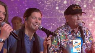 The Beach Boys and Hanson perform 'Finally, It's Christmas'- live