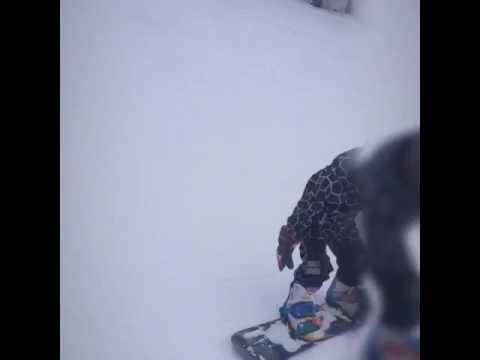 Игорек осваивает сноуборд!