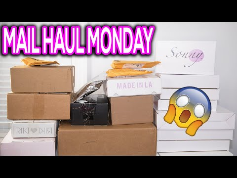Whats New In Makeup – Huge Makeup Unboxing!