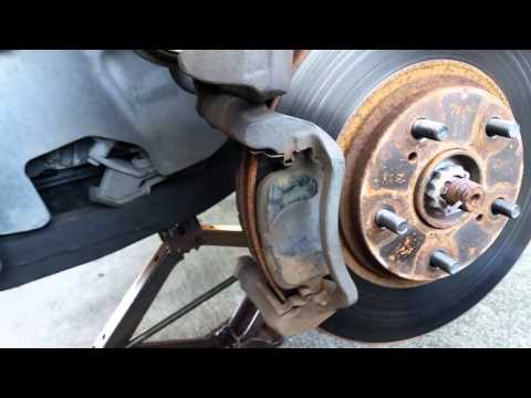 Lexus RX300 Front Brakes Pads Replacement
