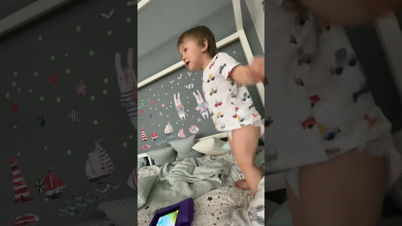 Мих Мих прыгает под песню «Марафонец»