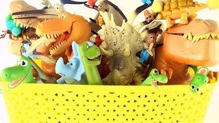 Box of Dinosaurs Good Dinosaur Collection - Tyrannosaurus, Apatosaurus in the dinosaur toy box