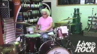 Бабушка на барабанах