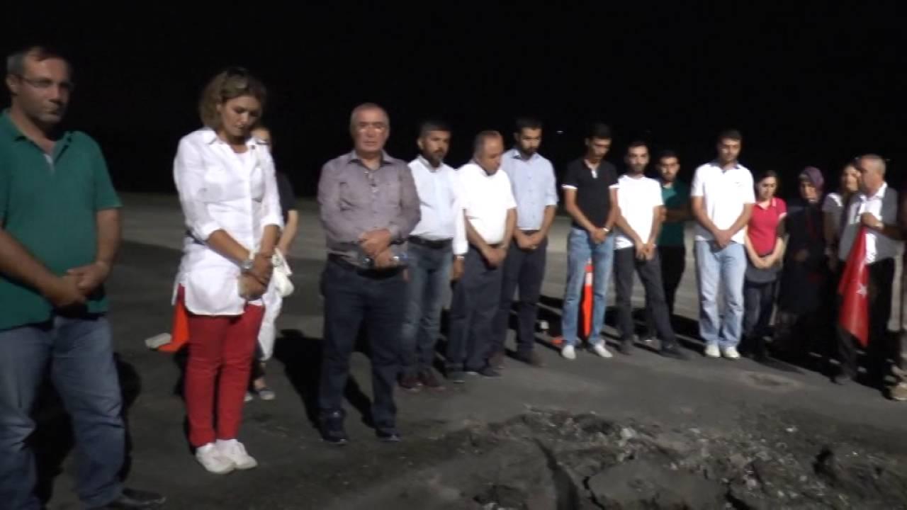 Gölbaşı Özel Harekat Daire Başkanlığı Anıtına ve Havacılık Daire Başkanlığına karanfil bırakıldı