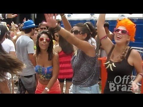 Rio de Janeiro Carnival Bloco : Wild Street Party