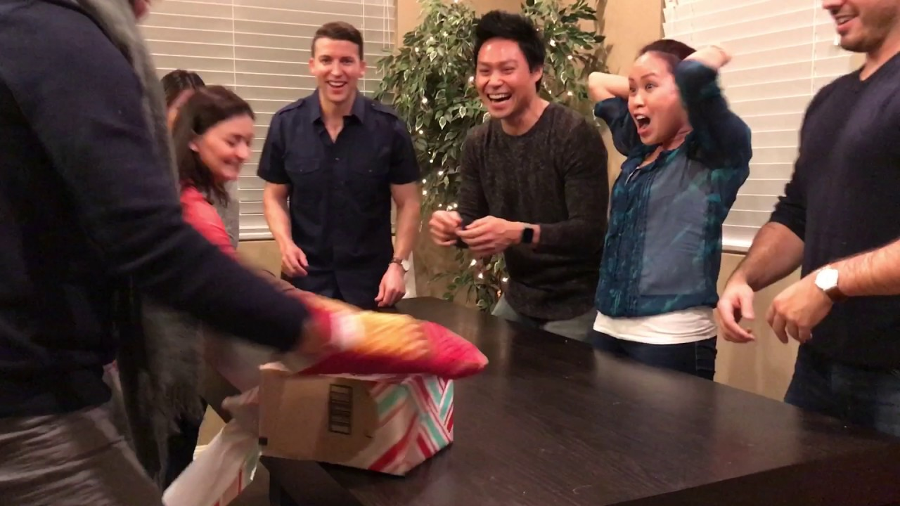 Mitten christmas game - YouTube