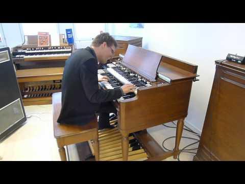 Groovin on a Hammond B3 -69