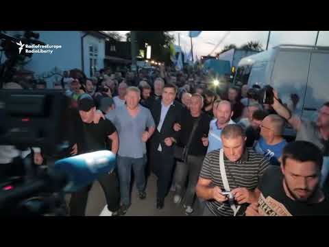 Saakashvili Supporters Force Entry Into Ukraine